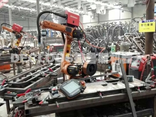 电动车架机器人焊接