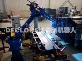 电动车箱板机器人焊接
